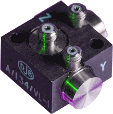 tre-akset IEPE accelerometer - 10mV/g up to 500mV/g